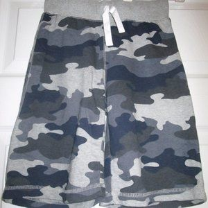 Children's Place Two Pairs Of Camo Shorts Sz S (6)